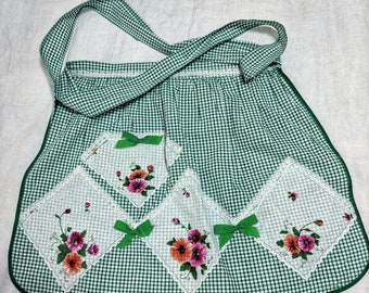 Vintage 1950s Ladies Apron Green White Gingham Roses Lace Vintage Linens Kitchenalia Fifties Housewife