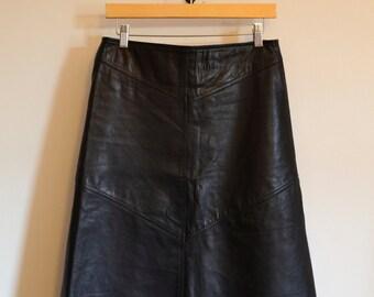 BEAUTIFUL minimalist 90s black leather skirt