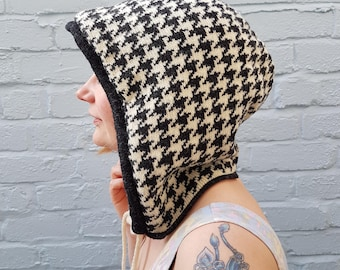 Knitted Houndstooth Festival/Rave Hood in optic Black & White - sustainable fashion, dogtooth, houndstooth, winter, gift for her, hoodie