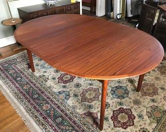 Round Teak dining Table by VAMO SONDERBORG