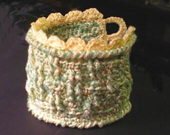 A Tisket A Tasket Cuff - Original Thread Crochet Pattern