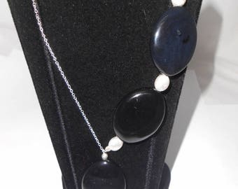 Necklace offset 925 sterling silver and Onyx drop flat natural, brushed Silver Oval bead. Semi precious stone.