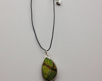 Apple turquoise and tiny bird necklace