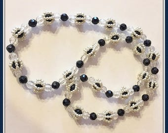 Black and White Pearl Necklace, Lightweight, Costume Jewelry, Casual, Semi Formal, No Clasp, Vintage 1980's