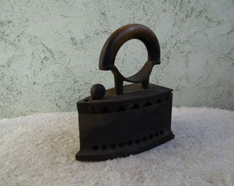 Vintage primitive iron Decor , Antique iron, Iron collectible, Iron coal, Wood handle, Iron with lid, Clothes iron, Old charcoal iron