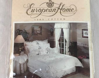 Vintage European Home Cottage White Ruffle Eyelet Valance