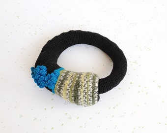 Crochet bangle - Scottish blossom