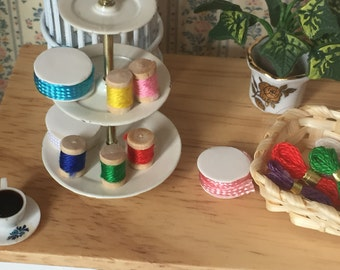 Miniature Spools of Thread, Small Size, Dollhouse Miniatures, 1:12 Scale, Crafts, Packaged Set of 5 Spools, Assorted Colors, Sewing Thread
