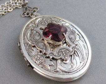 Queenies Garnet,Locket,Antique Locket,Silver Locket,Garnet,Garnet Birthstone,January,Vintage Stone,Vintage Locket. Valleygirldesigns.