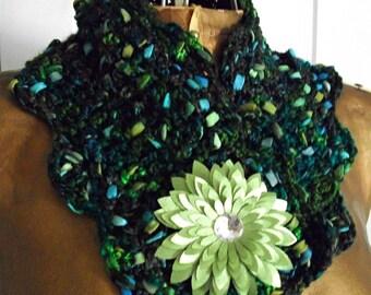Crochet Emerald Green Neckwarmer, Cowl, Accessories / Women/ Teens