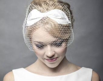 Silk wedding bow with netting, delicate wedding veil with silk bow, ivory french veiling with bow