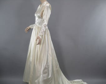 1940s Wedding Dress,Ivory Bridal Gown, 40s Wedding Gown, Vintage Satin Lace Ballgown, Size M, Cathedral Train