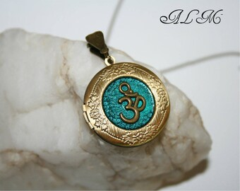 Locket for picture, personalized the pendant with a picture, OM symbol , bronze tone(p\)