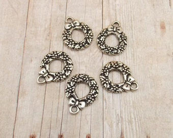 Set of 5 Tierra Cast Silver Pewter Charms - Christmas Wreath with Bow - Antique Silver Finish