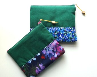 green padded pouch with flower band