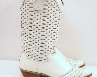 SZ 7 VINTAGE white leather cutout Women boots.