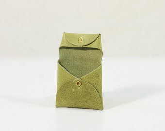 Coin Holder with snaps Italian Vegetable Tanned Leather color GREEN