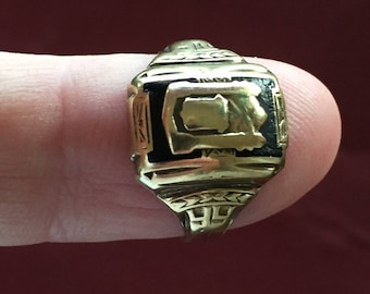 Vintage 10k SOLID gold class ring 1944 size 6-1/2