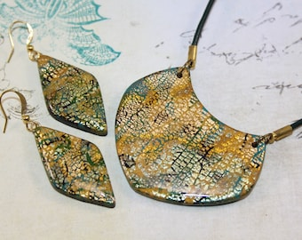 Olive and gold rhombus earrings and necklace set