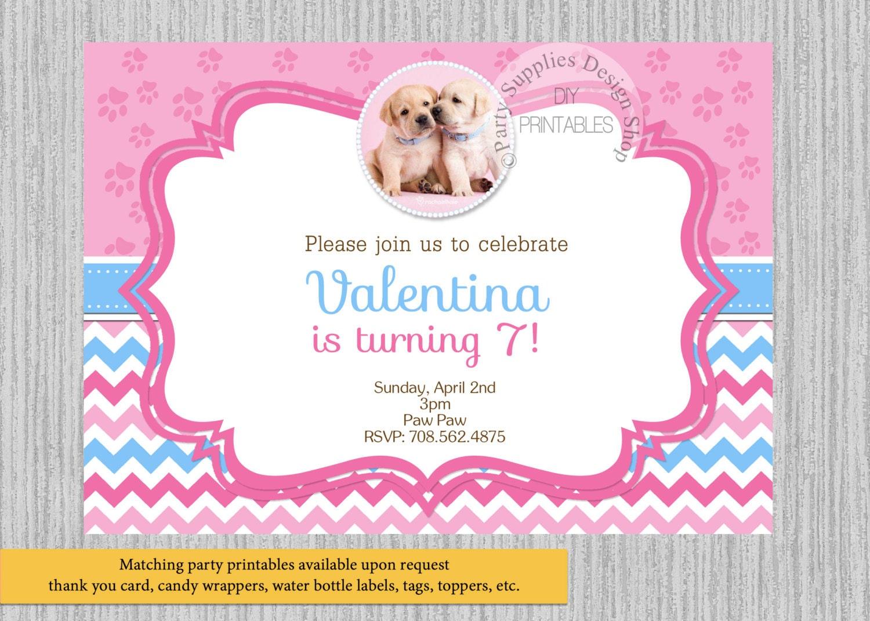 Invitaciones de cumpleaños de cachorros Chevron impreso o