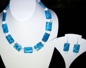 A Beautiful Blue Striped Agate and White Agate Necklace and Earrings. (2017158)