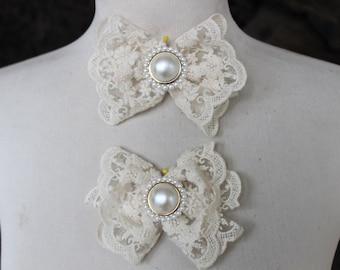 Ivory color bow   applique 2  piece listing