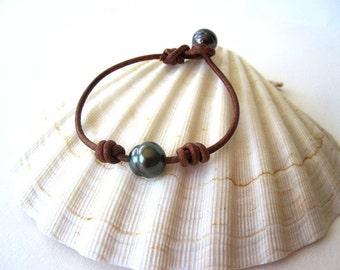 Tahitian Pearl Bracelet, Leather Pearl Bracelet, Black Pearl Bracelet, Leather Pearl Jewelry, Tahitian Pearl Jewelry, Tahitian Pearl Leather