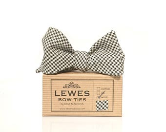Houndstooth ties etsy black and white dogtooth self tie bow tie classic english houndstooth black and white bow ccuart Image collections