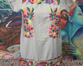 Mexican Blouse, India, Tunic, Embroidered, Flowers, Cinco de Mayo, size M/L