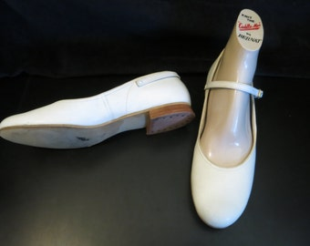 White Leather 50s Baby Doll Adjustable Strap Flats sz 7N.
