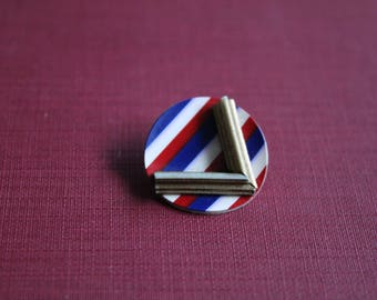 """Original 1940s """"V for Victory"""" Red White & Blue Celluloid Button"""