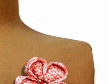 Kanzashi Silk Flower Brooch, Mother's Day Gift, Statement Brooch, Artisan Gift, Japanese gift box, vintage pink Shibori silk kimono fabric