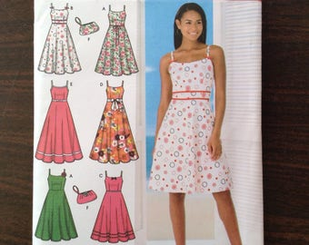 Simplicity Sewing Pattern 4531 - Misses'/Petite Dress in Two Lengths with Trim Variations and Bag / UNCUT / Size HH 6,8,10,12