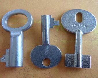 Skeleton Keys - Vintage Antique keys-  Barrel keys- Steampunk - Altered art n89