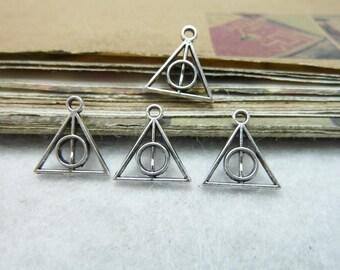 6 petits pendentifs breloques forme triangle et rond inclus, symbole objet magique relique de la mort dans harry potter