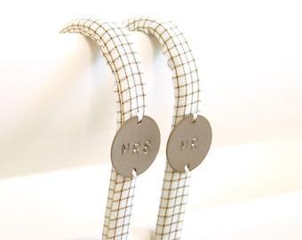 Saint Valentin // Lot de 2 Crochets MR MRS // Les inséparables // Tissu Graphique Vintage // Carreaux Ecru Marron // Patère Homme Femme