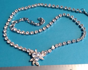 """Vintage 14""""-17""""Silver Toned Rhinestone Flower Necklace Lot A Very Gently Used"""