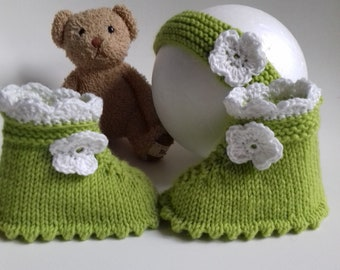 1 pair of lime green and white Slipper with its matching headband