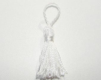 White Pompom polyester.55.00 mm in length.