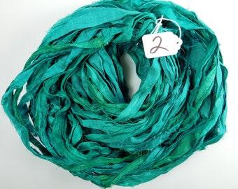 Ruban de soie de Sari, Sari ruban de soie, rubans de sari bleu sarcelle, approvisionnement en tricot, tissage approvisionnement, gland en ruban, tapis d'approvisionnement, sari recyclé