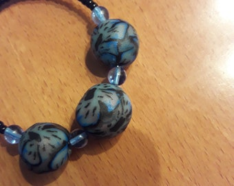 Bracelets with harmonic thread with beads in polymer paste