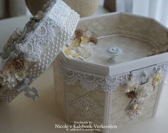 Beautyfull box with tray