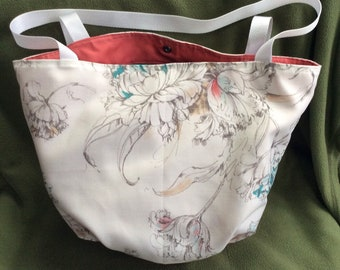 Medium Tote with Oval Bottom