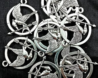 10 pcs 25mm silver tone hunger games mockingjay bird and arrow charms