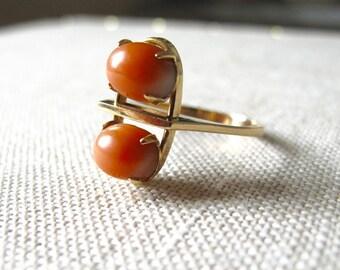 14k karat Gold Modernist Ring prong set coral cabochon mid century modern vintage jewelry danish