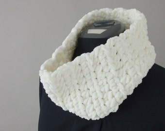 Hand Crocheted Chunky White Circle Cowl Scarf for Women - Thick Knit