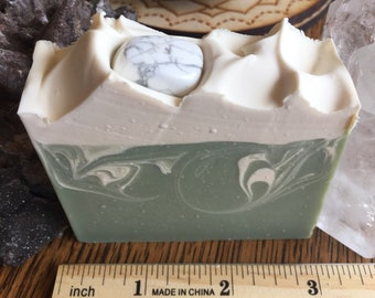 Howlite Green Beer soap with Guinness Blonde beer! Scented with Irish Springs type FO.