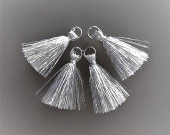 4 small tassels 26mm silver thread