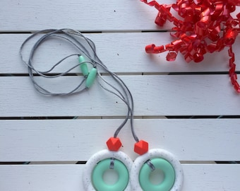 Teething pendant for mom -nursing necklace for mom - teething necklace for mom - fidget necklace - gift for mom