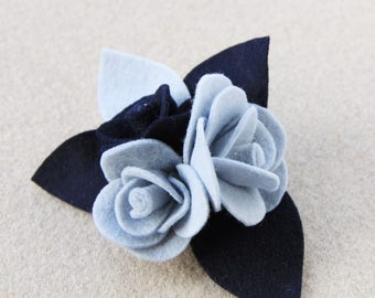 Brooch with roses in felt and felt blue and azure